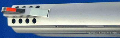 вид на компенсатор и мушку револьверов серии Taurus M 608