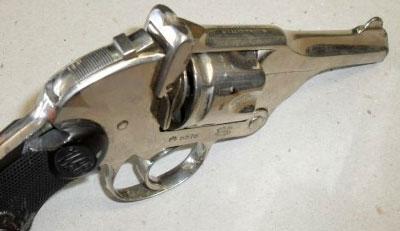 Webley «WP» Pocket Hammerless Model (хорошо виден полозковый предохранитель)