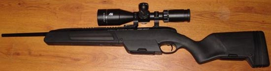 Steyr Scout Tactical с установленными оптическим прицелом и магазинным адаптером на 10 патронов