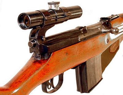 Вид сзади на оптический прицел снайперской винтовки СВТ-40