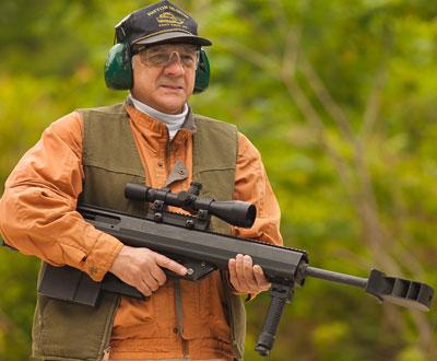 Чарльз Сент Джордж (Charles St George) со своей винтовкой Leader 50
