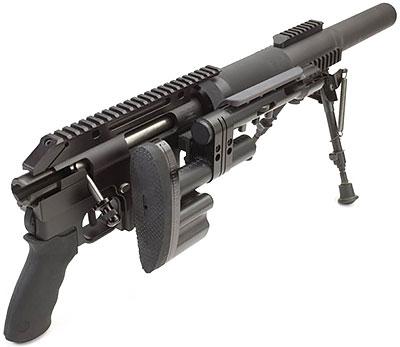 McMillan CS5 «Stubby» с присоединенным прикладом с правой стороны оружия