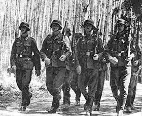 Отделение немецкой пехоты, вооруженное карабинами Mauser.