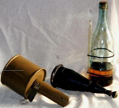 1. - Советская противотанковая граната РПГ - 40 2. - Немецкая кумулятивная ручная прилипающая граната M - 43 3. - Советская бутылка с горючей смесью