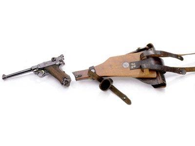 Пистолет модели 04-06 с прикладом и кобурой.
