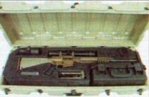 Размещение комплектующих снайперской системы XM110 SASS в верхнем съемном поддоне транспортного контейнера