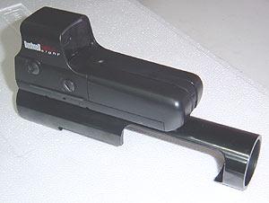 Так выглядит прицел Bushnell Holo Sight, установленный на специальной крепежной планке на крышке ствольной коробки ружья Benelli Raffaello