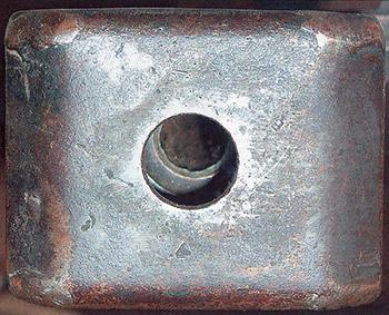 Рис. 1. Дульный тормоз ПТР Дегтярева, вид спереди. Видны мелкие технологические клейма