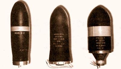 Боевые части переносных ПТУРСов. Слева направо: франко-западногерманского «Милана», американского «Дракона» и американского «Toy». Черный цвет зарубежных боеголовок означает боевое снаряжение