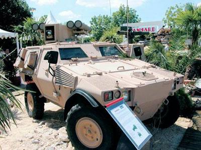 На выставке вооружений «Евросатори 2004» в Париже был представлен французский бронеавтомобиль «Пандар», укомплектованный российским противотанковым комплексом «Корнет-Э»
