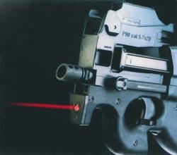 Пистолет-пулемет FN P 90 со встроенным лазерным целеуказателем