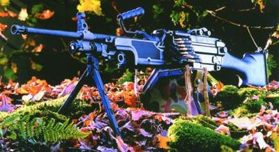 5,56-мм ручной пулемет М249 SAW с пластмассовым прикладом и тканевой патронной коробкой (США)