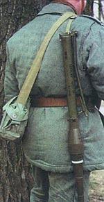 Ручной противотанковый гранатомет «Комар» RРG-76 в походном положении