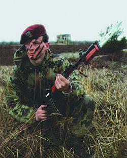 Польский спецназовец с автоматом Калашникова Кbk wz.88 «TANTAL»