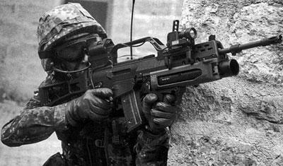 Солдат бундесвера с 5,56-мм штурмовой винтовкой G.36, оснащенной подствольным гранатометом АG.36