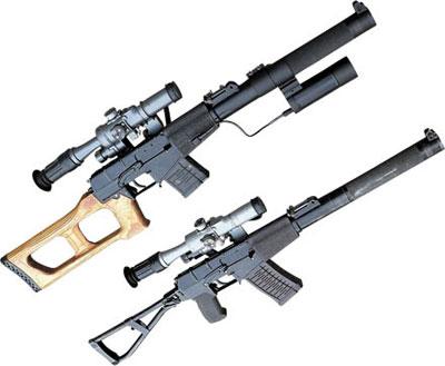 Снайперская винтовка ВСС с тактическим фонарем (сверху) и специальный автомат АС (снизу)