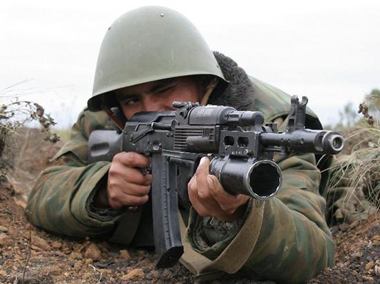 стрелок с АК-74