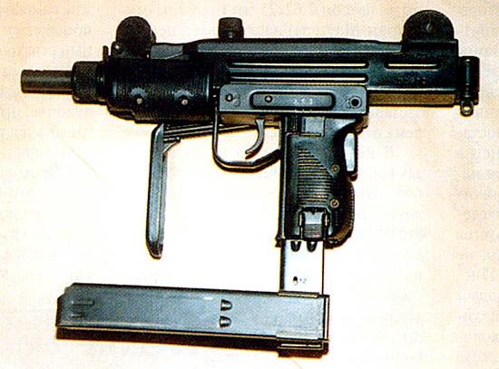 Малогабаритные  пистолеты-пулеметы типа «Мини-Узи» часто используются для самообороны  на малых дальностях, но высокий темп стрельбы снижает эффективность  стрельбы очередями