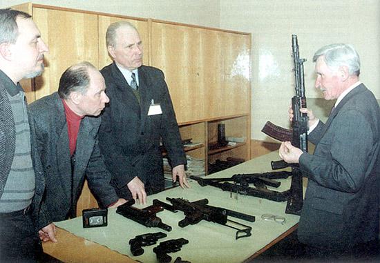 А.П. Исаков и С.И. Кокшаров рассказывают редакторам журнала о разработках СКБ
