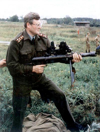 Заместитель главного редактора журнала «Солдат удачи» Вениамин Ольшанский: Автоматическое оружие Барышева требует специфических приемов прикладки. Для стрелка это совершенно новый комплекс ощущений.