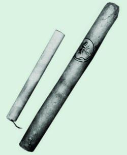Один из вариантов сигареты калибра .22 для УСС США – рядом с сигаретой сигара типа «Чарута»
