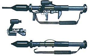 Противотанковый комплекс Fire Salamander, состоящий из четырех установленных на треножном станке гранатометов Сверху — РПГ «Панцерфауст»-3 в боевом положении, снизу — РПГ «Панцерфауст»-3 в походном положении (отдельно модуль многоразового использования и контейнер РПГ)-3