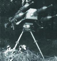 Противотанковый комплекс Fire Salamander, состоящий из четырех установленных на треножном станке гранатометов «Панцерфауст»-3