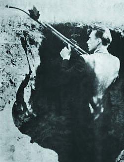 Испытания автомата (штурмовой винтовки) МР.44 Vorsatz J (пехотный вариант) со стволом-насадкой с искривлением 30 градусов с призматическим перископическим прицельным приспособлением конструкции фирмы Zeiss