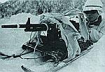 Японский солдат с единым пулеметом тип 62, установленном на импровизированных санках