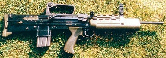 Тренировочная винтовка SA80. Обратите внимание на двойной кривошипный механизм, предназначенный для облегчения экстракции гильзы, поскольку двигатель автоматики отсутствует