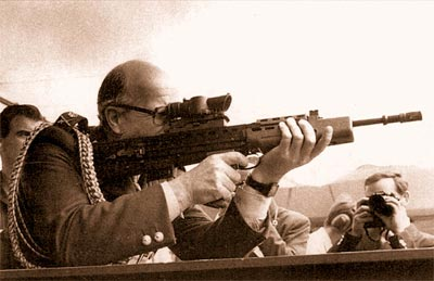В тот день, когда в 1985 г. SA80 была впервые представлена публично, все были охвачены воодушевлением, даже высшие чины армии. Впервые за много лет Энфилд сделал что-то вполне оригинальное в области стрелкового оружия. Надежды были велики...