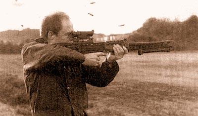 Преимуществом легкого оружия поддержки перед индивидуальным оружием является лучшая балансировка. Но в конце длинной очереди все-таки заметен общий подброс дульной части