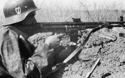 Солдат войск СС с автоматическим карабином Мкb.42(Н). Восточный фронт. Весна 1943 года