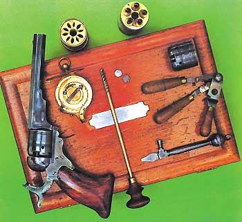 ...Появилось капсюльное оружие. На иллюстрации изображён капсюльный револьвер середины XIX века. Применение капсюлей для воспламенения порохового заряда стало возможным благодаря развитию химической промышленности и привело к повышению практической скорострельности образцов. В «капсюльную» эпоху появились первые казнозарядные ружья. Один шаг оставался до изобретения унитарного патрона...