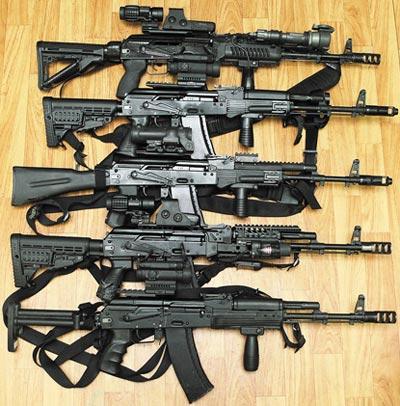 5,45-мм автоматы АК-74М представлены с различными вариантами «обвеса»
