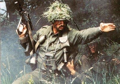 Австрийский солдат со штурмовой винтовкой StG.77 (AUG А2)