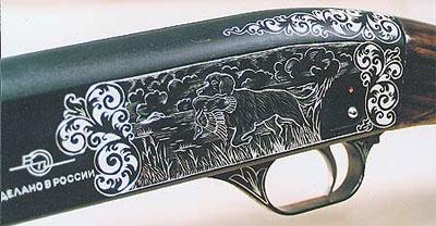 «Бекас» может выпускаться с завода и в подарочных вариантах, отличающихся от серийных ружей более тщательной ручной подгонкой деталей и декоративной резьбой на металлических и деревянных поверхностях