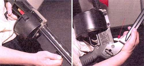 Слева - Удаление последней стреляной гильзы или разряжание ружья производится при помоши подпружиненного экстрактора. Справа - Перевод приклада в боевое положение. Стрелкой показан крюк, блокирующий курок при сложенном прикладе