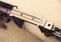 Посадочное место для крепления целеуказателя предусмотрено на верхней части спусковой рамы