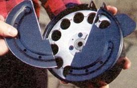 Разборка барабана не требует применения инструмента. Крышка барабана состоит из двух частей