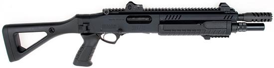 Скелетный  приклад, почти как у винтовок серии SIG-550: прочный, удобный и  ухватистый (не в последнюю очередь благодаря отделке Soft Touch). Ствол  может иметь длину 11, 14, 18, 20 или 22 дюйма. Дульная насадка  позволяет удлинить стандартный четырехместный магазин до пятиместного,  не нарушая эстетики