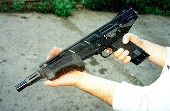 Широкая рукоятка и большой вес делают MAG-7 не слишком удобным оружием