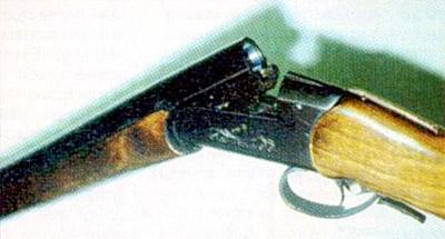 Внутрикурковые ружья с невзведенными курками небоеготовы, а с взведенными - представляют опасность при хранении