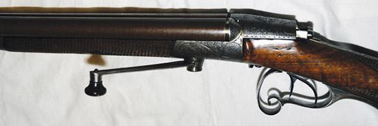 Рукоять рычага отпирания ружья кажется архаичной, нопри этом манипуляции сней интуитивно понятны.