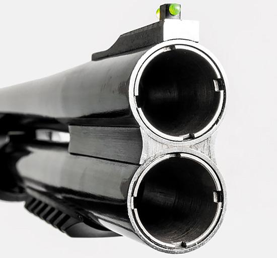 Наличие сменных дульных сужений призвано расширить функционал коротких стволов этого ружья