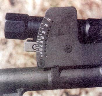 Гранатомет  MGL Mark I оснащен прицелом коллиматорного типа, который снабжен  прицельной маркой в виде одиночной вертикальной красной черты. Стрелок  прицеливается с открытыми глазами и видит прицельную марку наложенной на  цель