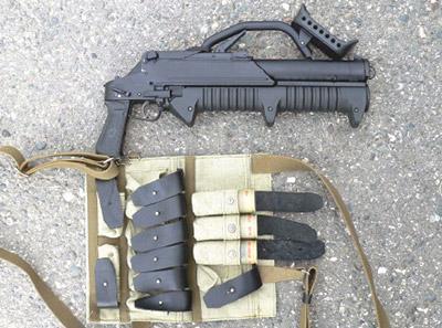 Магазинный гранатомет ГМ-94снагрудным подсумком для выстрелов
