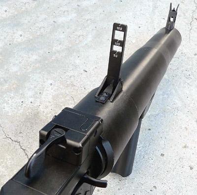 Механическое прицельное приспособление ручного  гранатомета РГС-50М состоит изскладывающегося стоечного прицела  стремя прорезями для стрельбы на50, 100и150м имушки, закрепленной  навысоком основании