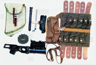 Комплект подствольного гранатомета ГП-25: 1. Подствольный гранатомет ГП-25 2. Сумка для переноски гранатомета 3. Шомпол 4.Банник 5.Резиновый затылок для приклада автомата 6.Основание возвратного механизма автомата 7. Сумка для переноски выстрелов