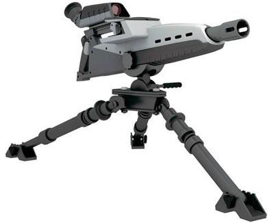 Гранатомет имеет съемный оптический прицел с устройством ночного видения и лазерным целеуказателем. Монитор-видоискатель спрятан в корпусе прицела. Видоискатель поворачивается на 180 градусов
